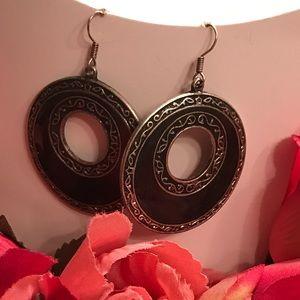 Jewelry - Black/ Silver long earrings
